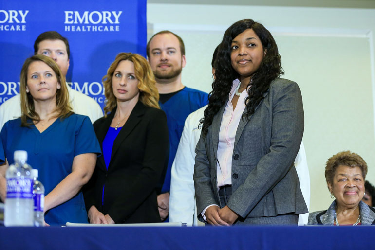 Amber Vinson (2nd R), a Texas nurse who contracted Ebola after treating an infected patient, stands with her nursing team during a press conference after being released from care at Emory University Hospital on August 1, 2014 in Atlanta, Georgia. (Photo by Daniel Shirey/Getty Images)