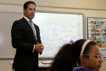 Alberto Carvalho, superintendent of Miami-Dade County Public Schools, talks with students in August 2014.  (Photo by Lynne Sladky/AP)