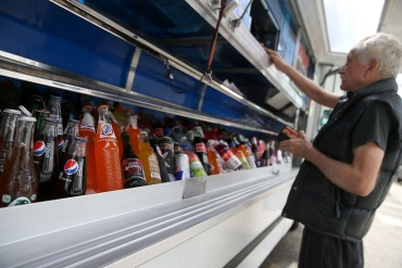 Soda bottles are displayed in a food truck's cooler on July 2014 in San Francisco. A ballot measure to tax soda failed in San Francisco. (Photo by Justin Sullivan/Getty Images)