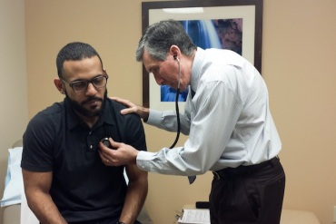 Dr. Mark Caruso examines patient Emanuel Vega during an annual physical exam at Baptist Health Primary Care in Miami (Photo by Jenny Gold/KHN).