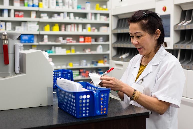 Ngoc Nguyen, a pharmacy technician at the El Monte Pharmacy in El Monte, California, fills prescriptions on July 10, 2015 (Photo by Heidi de Marco/KHN).
