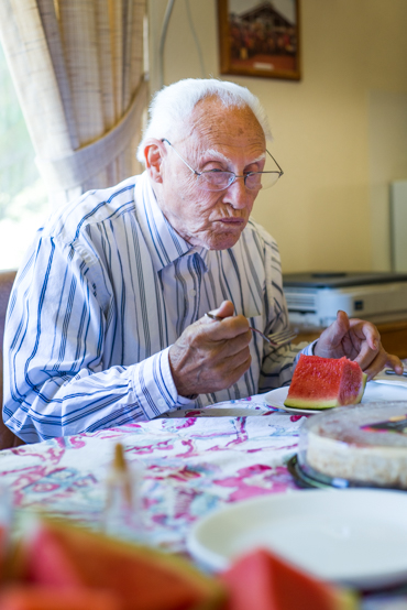 Dr. Earl Mercill, 91, eats lunch prepared by his son at his house in Hayfork, Calif., on June 22, 2014 (Photo by Heidi de Marco/KHN).