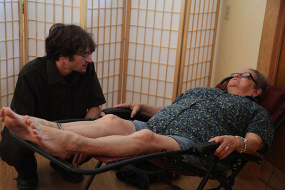 Doris Keene (right) at Portland's Quest Center for Integrative Health. Keene says acupuncture treatments ease her pain at least as effectively as the Vicodin and muscle relaxants she once depended on. (Photo by Kristian Foden-Vencil/Oregon Public Broadcasting)
