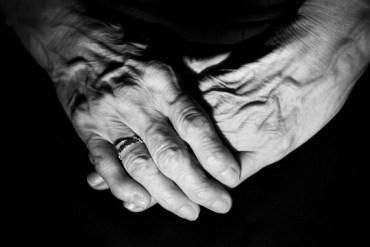 senior hands 570