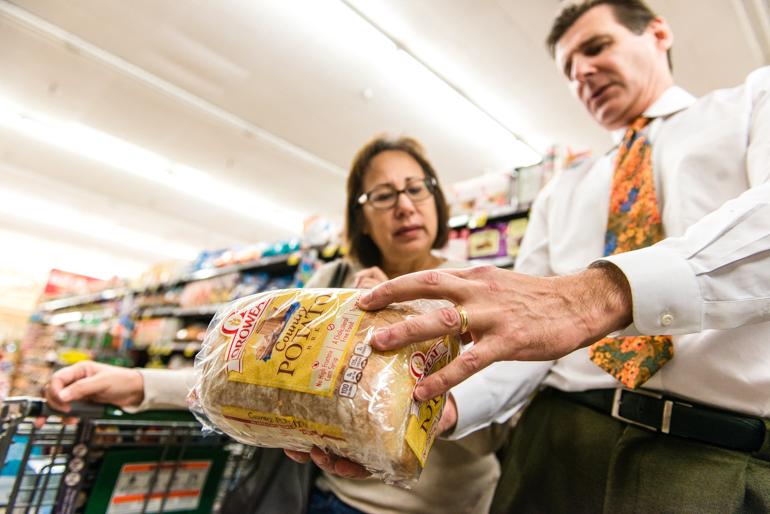 Doctor Phil Cecchini, from St. Joseph Hoag Health in Orange County, and shopper Lisa Tamura look over the nutrition facts of a loaf of bread at the Ralphs supermarket in Laguna Hills, California, on Thursday, November 12, 2015. Hospitals and health clinics around the country are increasing their efforts to promote exercise and healthy eating (Photo by Heidi de Marco/KHN).
