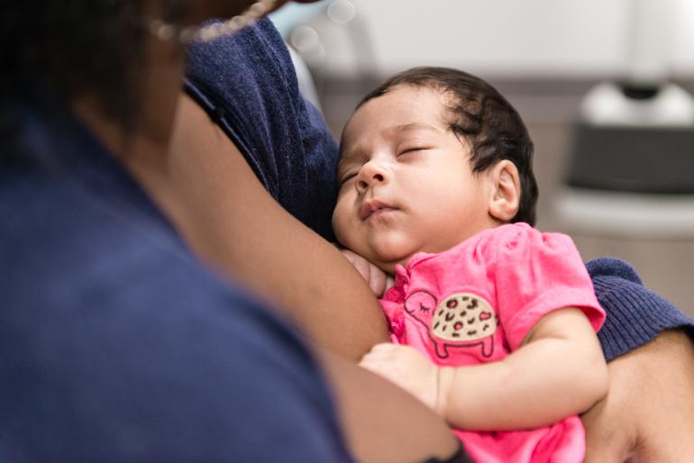 Alexandria Smith, 23, holds her newborn baby at the Eisner's Women's Health Center on Thursday, January 21, 2016. (Heidi de Marco/KHN).