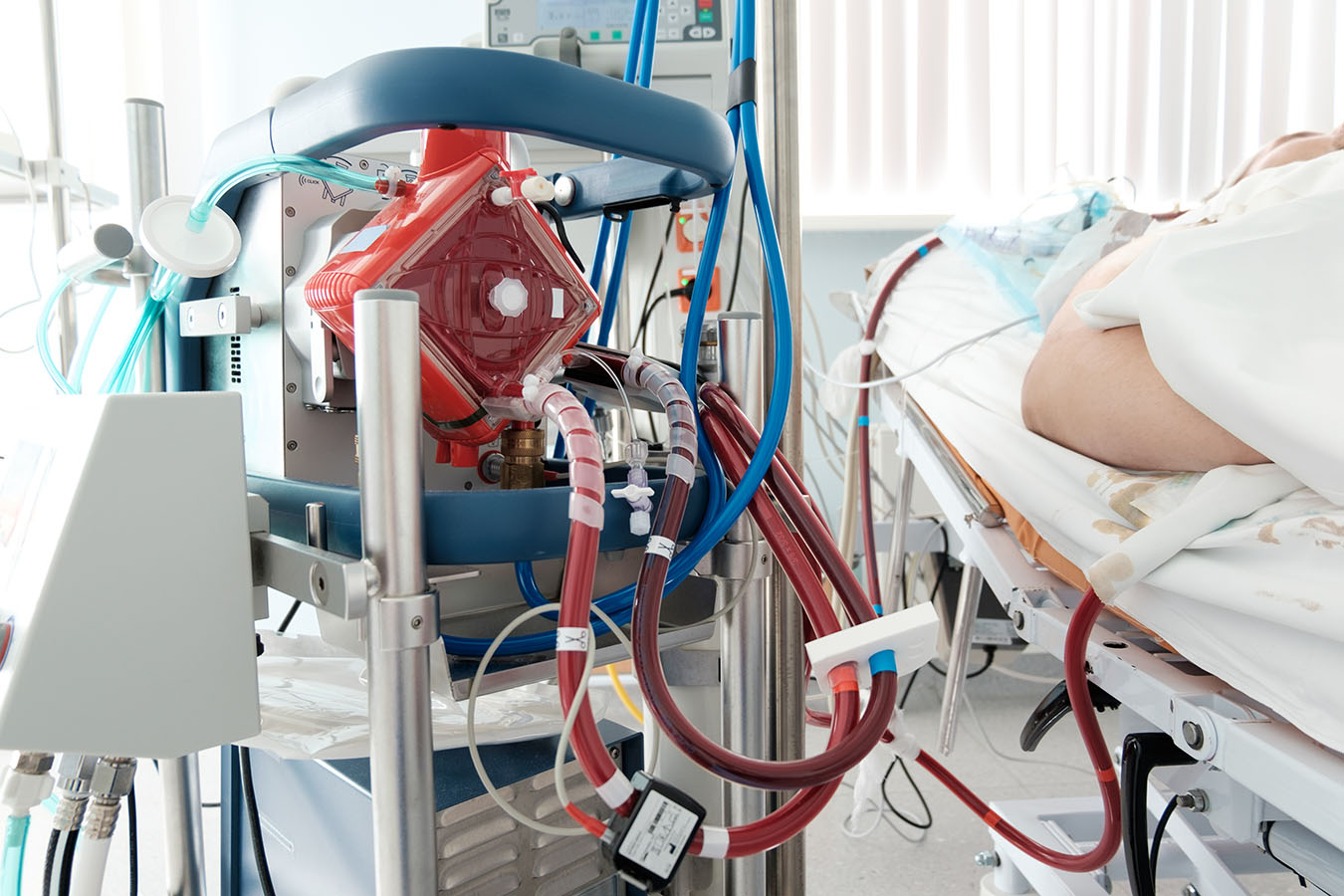 Miracle Machine Makes Heroic Rescues — And Leaves Patients In Limbo |  Kaiser Health News