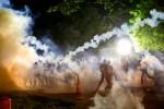 """Tirarle gas lacrimógeno a manifestantes en medio de la pandemia es un """"desastre"""" thumbnail"""