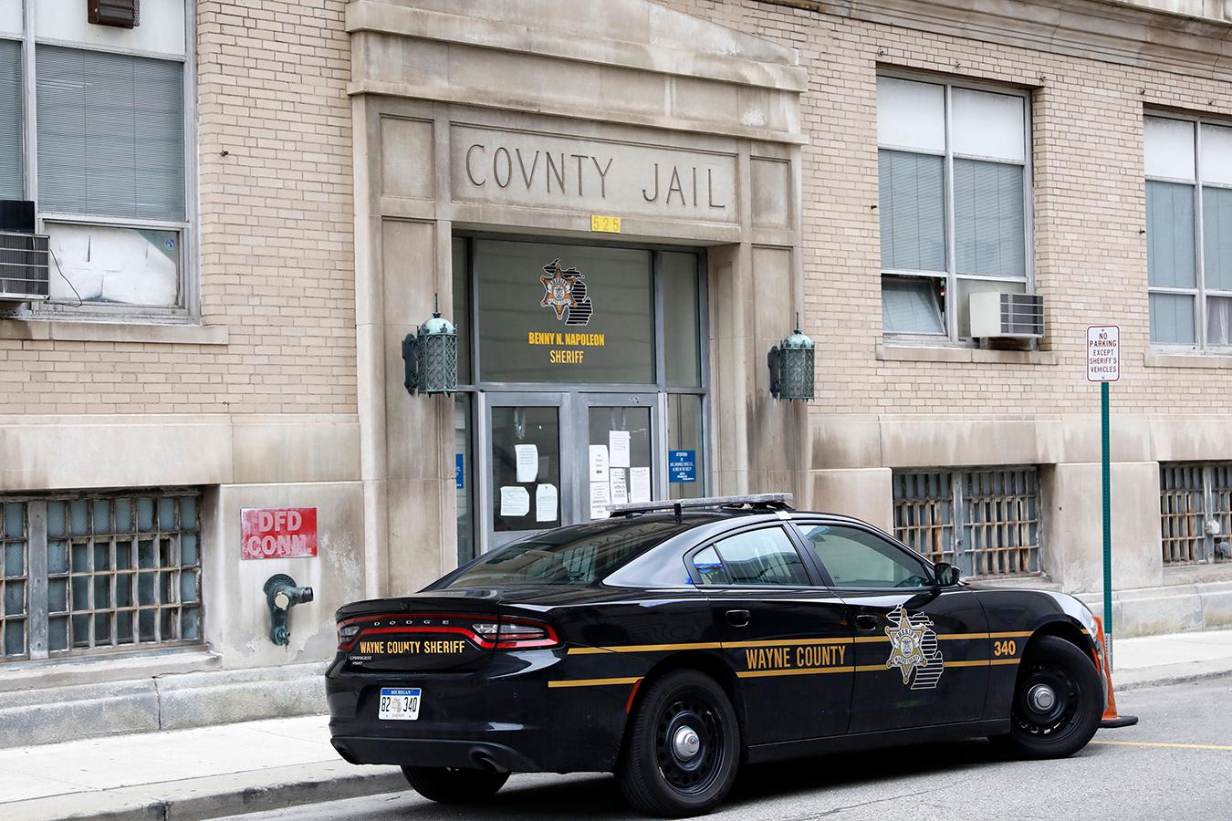 COVID Runs Amok in 3 Detroit-Area Jails, Killing At Least 2 Doctors thumbnail