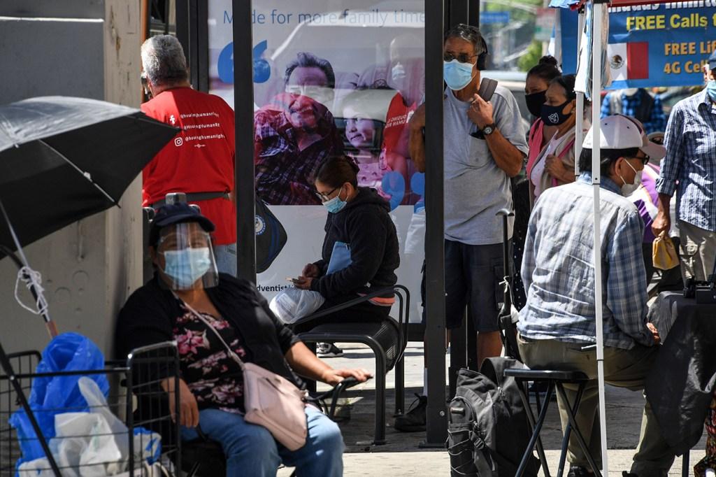 En Los Angeles La Tormenta Económica Por La Pandemia Ha Pegado Fuerte En Los Latinos Kaiser Health News