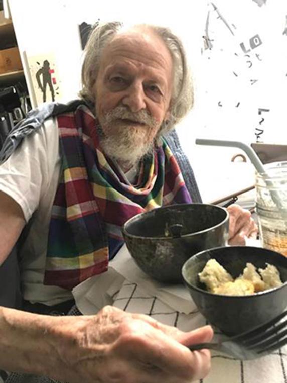 Robert Janz eating food